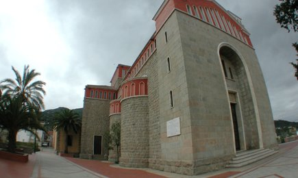 Vista esterna chiesa di Tertenia